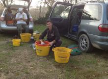 I preparativi prima delle gare di pesca sportiva a Ostellato